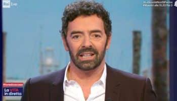"""Inviata de La vita in diretta fa il dito medio, Alberto Matano la difende ma poi sbotta """"No comment.."""""""