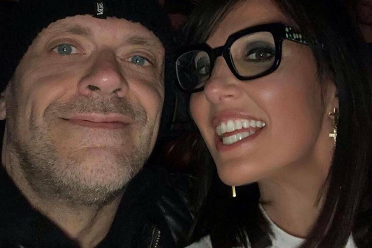 Max Pezzali, chi è la moglie Debora Pelamatti? Età, carriera, vita privata